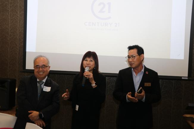 杜拜地產投資會主持人律師林富桂(中)與亞裔地產協會會長Casey Kang(右)、西南管理區區長李雄(左)分享上次杜拜行成果。(記者封昌明/攝影)