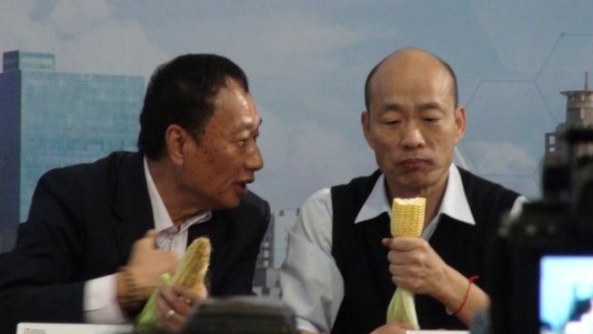 郭台銘向韓國瑜永齡農場種出來的玉米非常好吃。記者謝梅芬/攝影