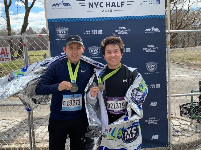第一次參賽的葉正浩和戴威表示,跑步不僅鍛煉身體,也是一種社交方式。(記者和釗宇/攝影)