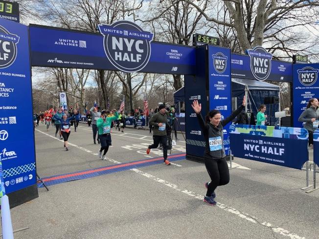 2019年紐約市半程馬拉松17日登場,共有超過2萬4000名來自全球各地的跑步爱好者參加。(記者和釗宇/攝影)