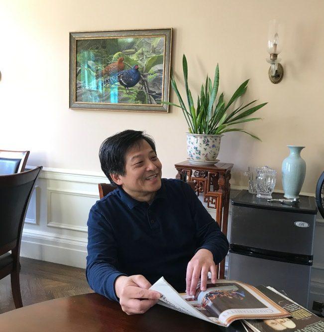 李元玉笑著解釋西洋美學。(熊傳慧/攝影)