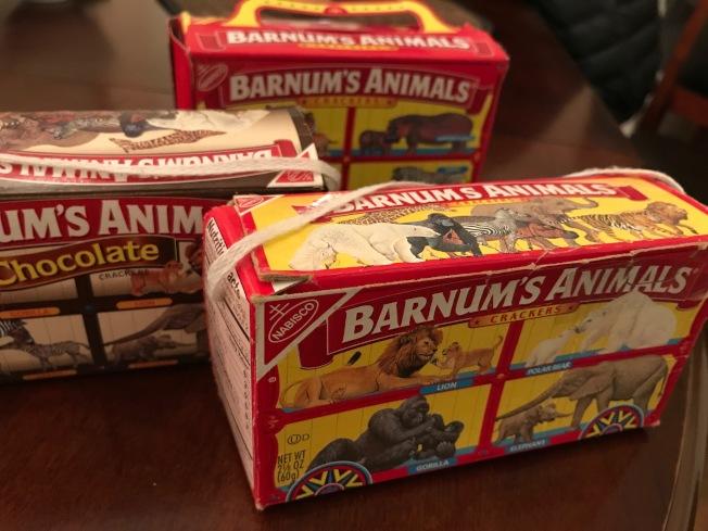 早年包裝盒上有根細繩,可把餅乾盒掛在聖誕樹上。(熊傳慧/攝影)