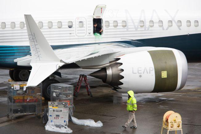 在华盛顿州的波音飞机制造厂中可见到波音737 MAX 9型正在整修中。美国已下令停飞所有737 MAX系列航机。(Getty Images)