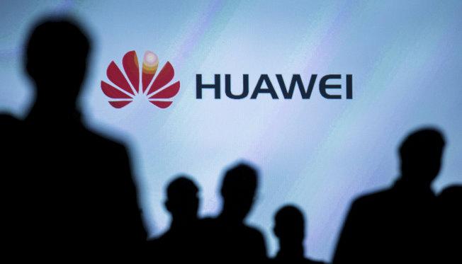 三星智慧手機銷售額首次落後於中國三強華為、OPPO和VIVO之和。圖為華為商標。(路透)