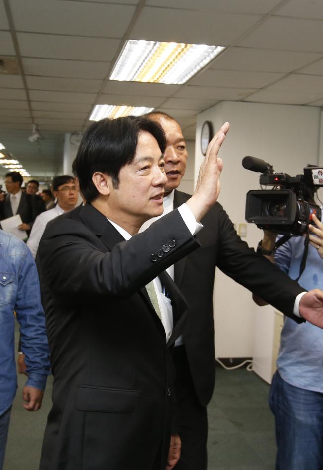 賴清德(圖)18日前往民進黨中央黨部登記參選民進黨黨內總統提名,他表示期待與高雄市長韓國瑜有一場君子之爭。(記者鄭超文╱攝影)