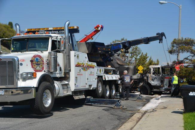 蒙市垃圾「火」車 衝入民宅前院
