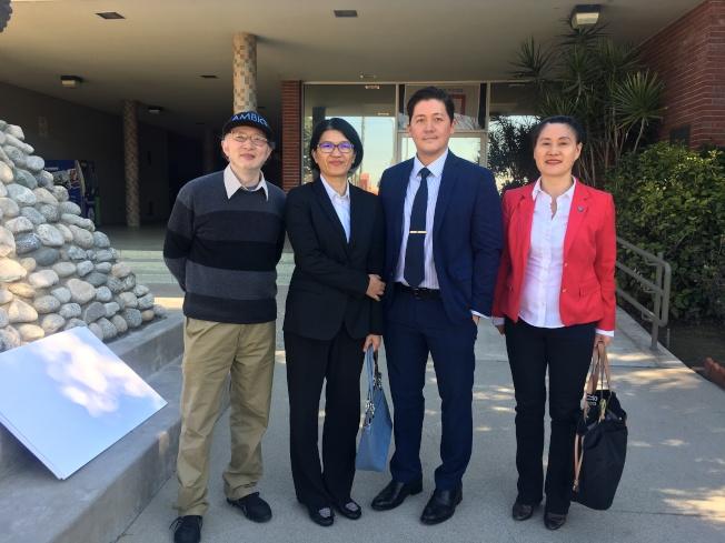 艾市居民趙博士(左起)、大聖基金會代表Carrie Chan、前艾市政府書記官Jonathan Hawes、大聖基金會代表劉鳳嵐律師。(記者林佩錦/攝影)