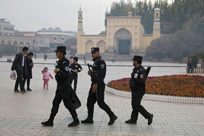 5年抓1.3万人 中国发布新疆白皮书:依法镇压