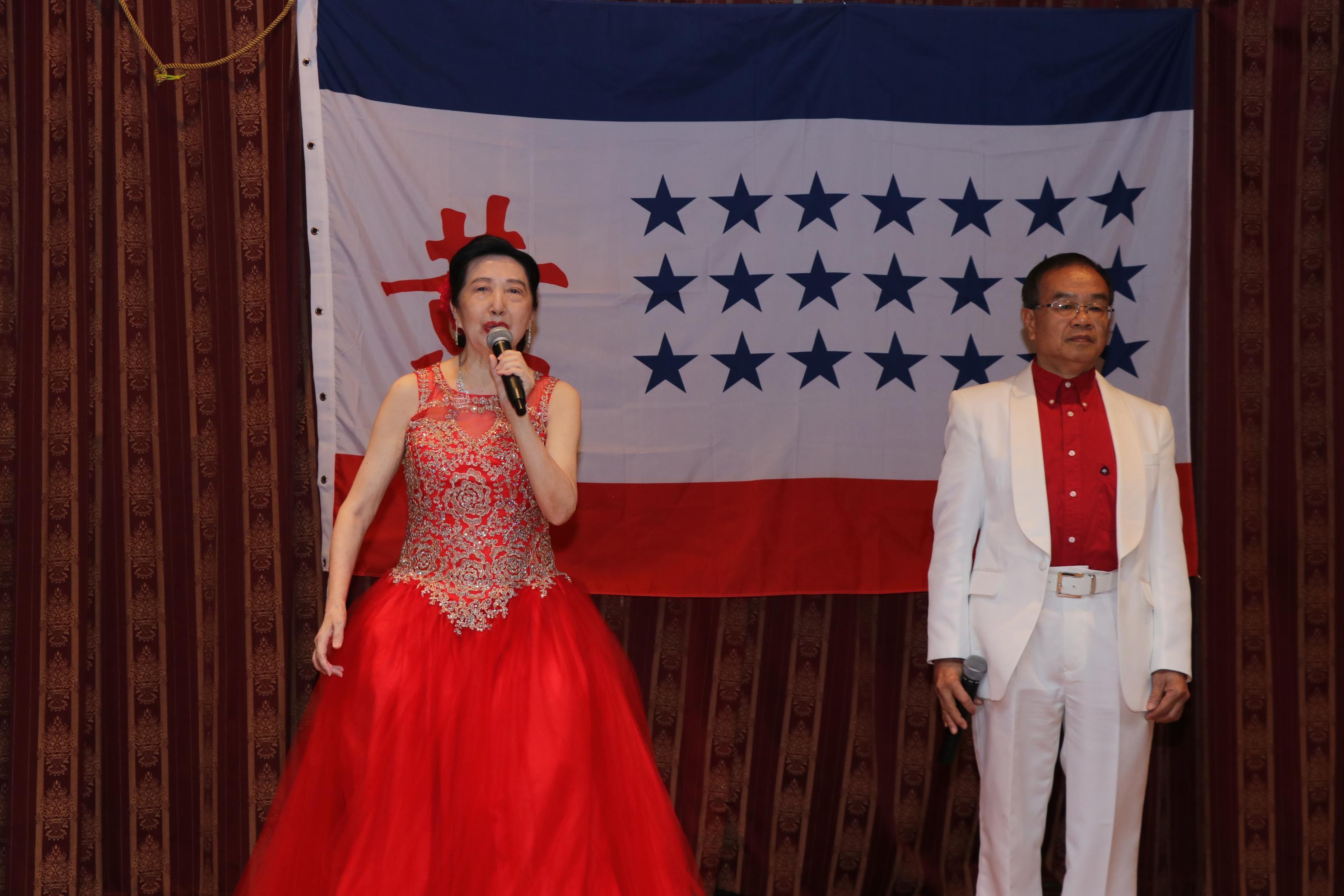 大會綜藝節目男女二重唱,歌聲優美,獲得滿堂彩。