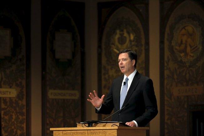 FBI時任局長柯米在喬治城大學發表演說。(路透)