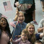 川普嚴擋移民 民調:希望增加移民人數反增