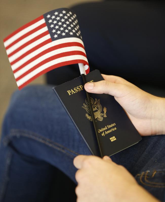 新民調顯示,愈來愈多美國人希望移民維持現狀或增加,顯示美國民意和川普政府嚴格執行移民法規的「現行政策」並不同調。(美聯社)