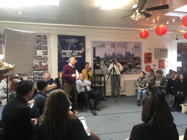 華埠共同發展機構舉辦「小商業圓桌會議」,聚焦小商家設立無障礙通道。(記者張晨/攝影)
