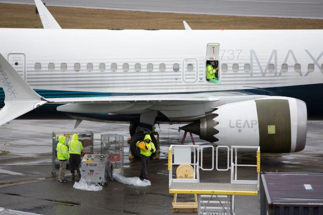 波音737 MAX客機有兩項重要安全配備,卻被波音公司將其列為選購項目,許多財力不足的航空公司即略過,飛安也受影響。圖為停在華盛頓州波音工廠外的737 MAX客機。(Getty Images)