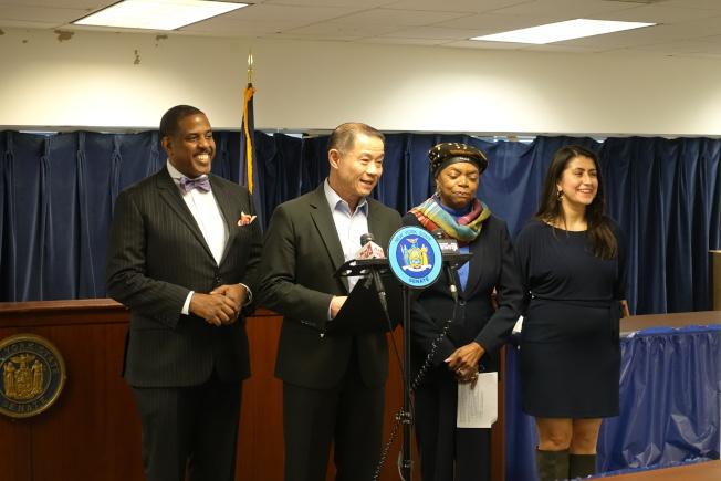 帕克(左起)、劉醇逸、孟哥瑪麗和拉莫斯宣布從4月起在紐約市五區舉辦社區教育論壇。(記者金春香/攝影)