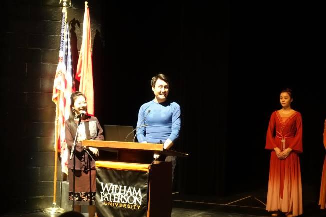 中國歌劇舞劇院舞劇團副團長朱寅,講述中國古典舞身法。(記者謝哲澍/攝影)