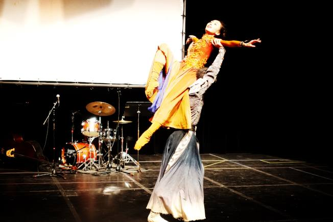 「昭君出塞」雙人舞片段展示。(記者謝哲澍/攝影)