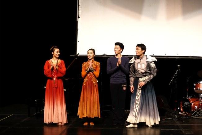 四名演員向觀眾展現中國古典舞。(記者謝哲澍/攝影)