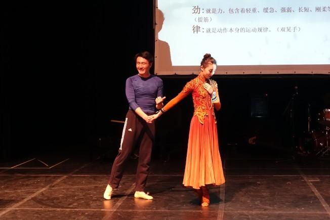 女孩接受、婉拒男孩的追求,如何通過舞蹈動作呈現。(記者謝哲澍/攝影)
