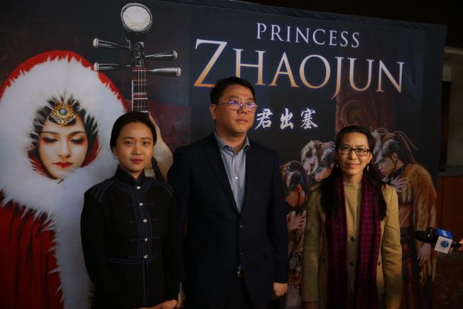 導演孔德辛(左起)和中國歌劇舞劇院副院長許寧、中國對外文化集團有限公司監事會主席陳春梅。(記者洪群超/攝影)