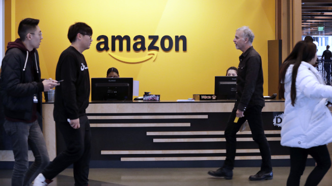 報告指出,消費者準備選購特定產品時,近四分之三會直接向亞馬遜購買。(美聯社)