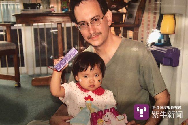 楊貝怡的養父擔心自己死後女兒孤獨一人,替她跨海尋親。(取材自紫牛新聞)