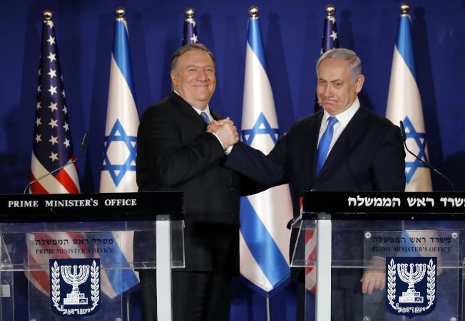 美國國務卿龐培歐(左)訪問耶路撒冷,與以色列總理內唐亞胡會面。(美聯社)