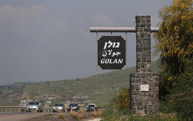 1967年以色列和敘利亞邊界上仍然豎立著戈蘭高地的標誌。(歐新社)