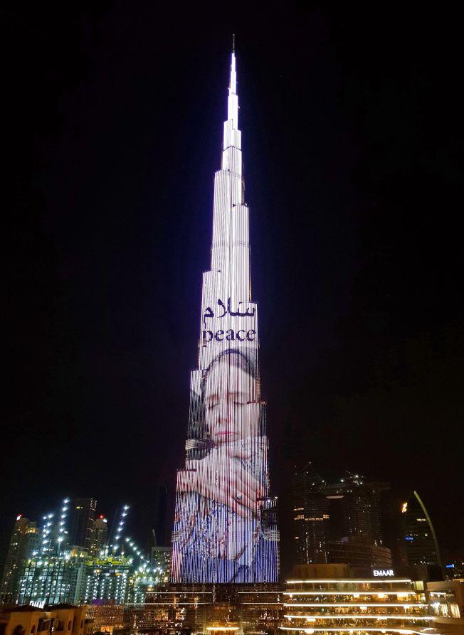 世界第一高樓燈光秀 向紐西蘭總理致敬