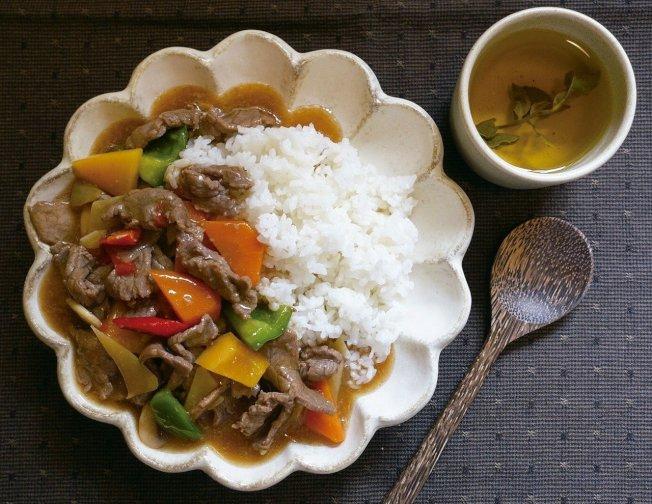 蠔油牛肉燴飯顏色討喜,很能引起食慾。圖/太陽臉