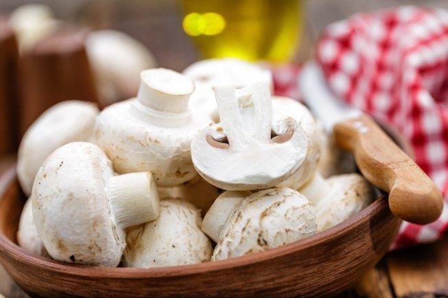 新加坡大學研究指出,一個星期吃2次以上蘑菇(一次分量約150克),可降低年長者罹患輕度認知障礙(MCI)的機率50%。 圖片提供/ingimage