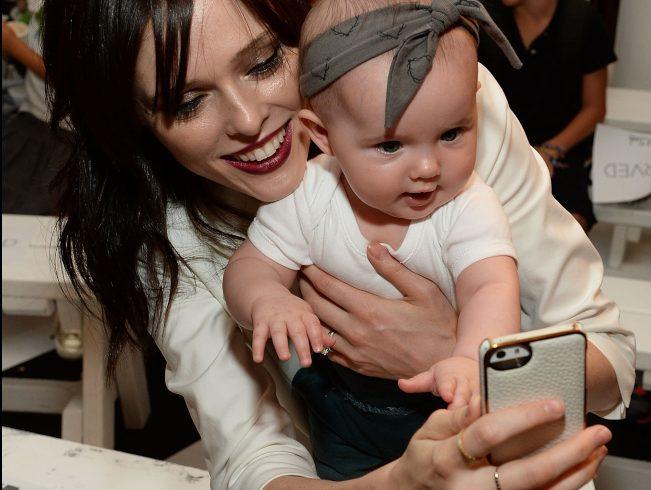 在數位生活時代,家長記錄子女成長過程已成趨勢,但「曬」上網後反而成為子女未來的隱私憂慮,歐美的家長逐漸開始正視這個數位習慣帶來的潛在危機。(Getty Images)