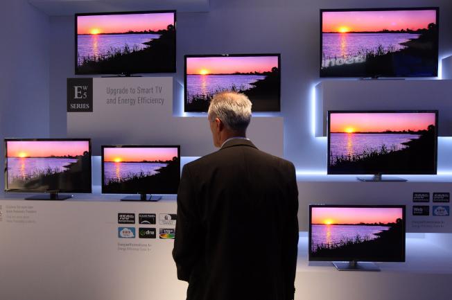 智慧電視價格直直落,但觀眾的觀看記錄卻在幫廠商賺錢彌補。(Getty Images)