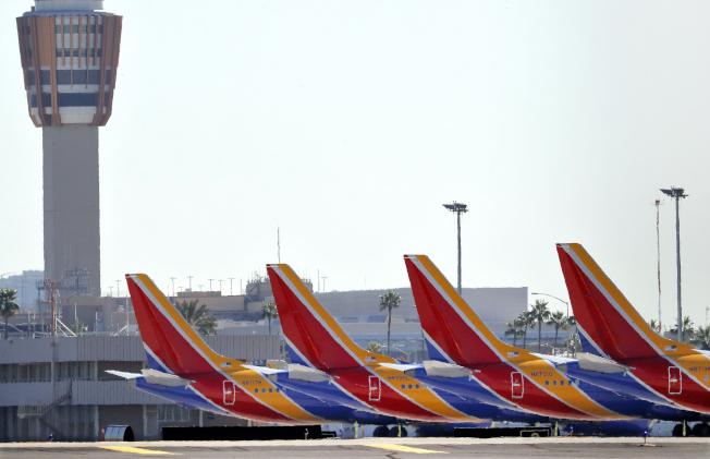 鳳凰城天港國際機場遭停飛的737 Max飛機。(美聯社)