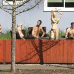 聖他羅莎男子不滿籬笆被降低後院擺裸假人 要給鄰居好看