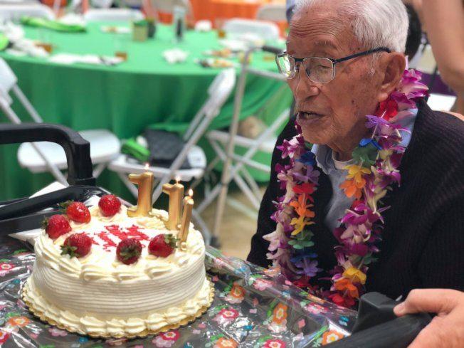 華裔耆老111歲說再見  天天運動微笑  80歲能瑜珈倒立
