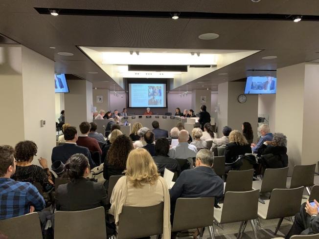 市城市規畫局25日舉行公聽會,批准關閉雷克島監獄、在四區建設四座社區監獄計畫進入「統一土地利用審查程序」。(記者和釗宇/攝影)