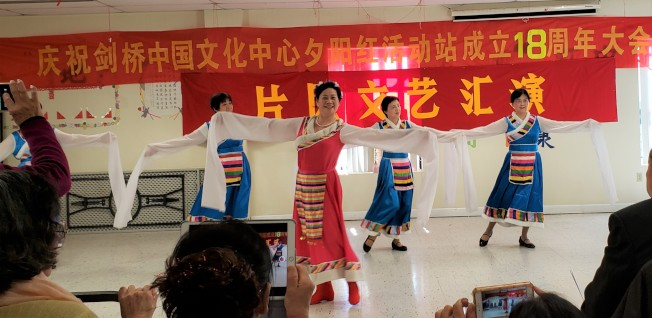 阿靈頓區會員表演舞蹈「雪山阿嬌」。(記者唐嘉麗/攝影)