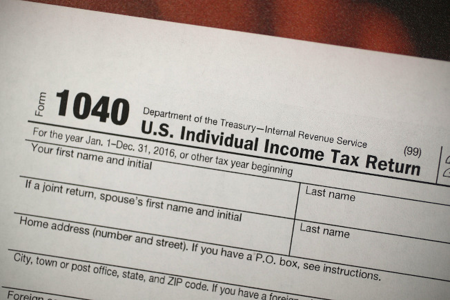 司法部表示,國稅局只會用紙本郵件通知納稅人,不會主動透過未經授權的電郵、簡訊或社群媒體聯繫納稅人。(Getty Images)
