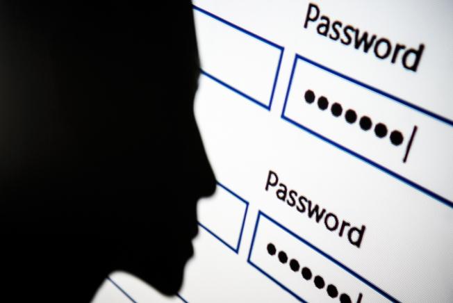 專家表示,擁有獨特的高強度密碼,是保護數位資產的重要措施。(Getty Images)