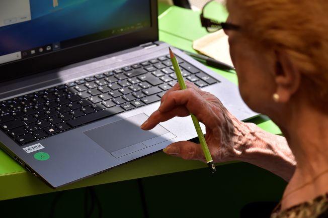 消費者金融保護局的報告顯示,近年針對銀髮族的金融詐騙案,已愈來愈猖獗。(Getty Images)