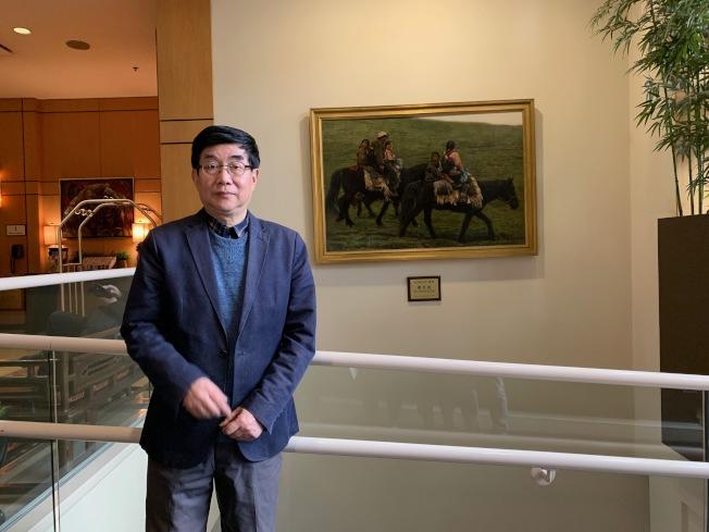虞世超1999年繪製的西藏遊牧「駿馬」圖,在法拉盛喜來登大酒店展示達20年。(記者賴蕙榆/攝影)