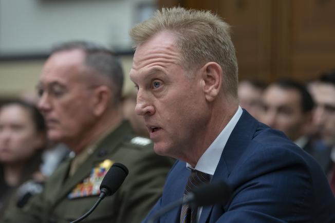 代理國防部長夏納翰(中)26日出席眾院軍事委員會的國防預算聽證。夏納翰宣布將挪出10億元國防預算擔供邊界築牆之用。(美聯社)
