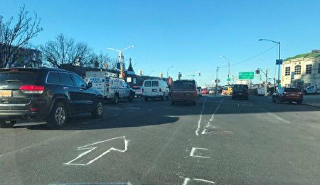 市交通局曾在民代公開譴責後,粉刷臨時車道線。(取自顧雅明Twitter)