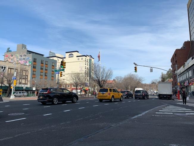 顧雅明提案要求全市所有道路施工完成後,須在一周內重畫馬路標線與交通標誌。(記者賴蕙榆/攝影)