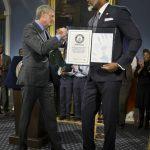 康內基6呎10吋 全球政壇第一高人