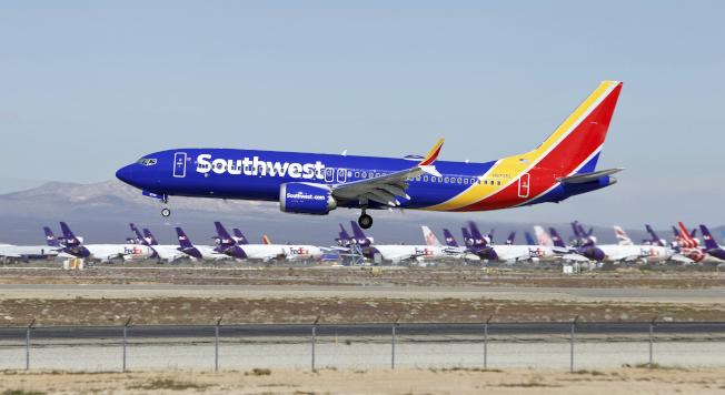 由於旗下波音737 Max機隊繼續停飛,西南航空削減了其營收預測。(美聯社)