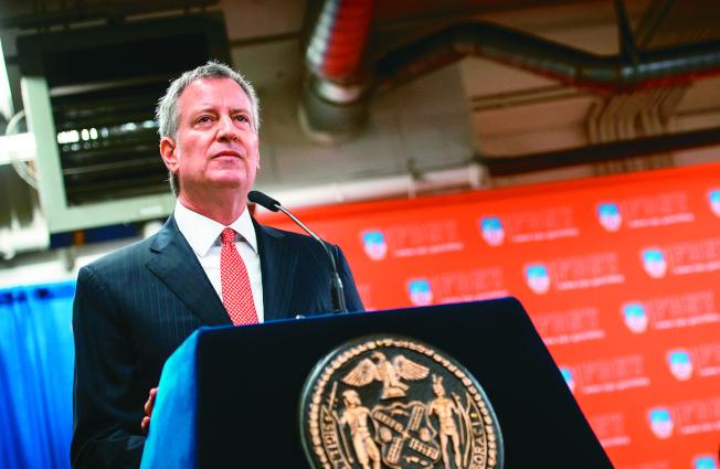 市長白思豪表示,特殊高中錄取改革,會聽取亞裔的意見。(市長辦公室提供)