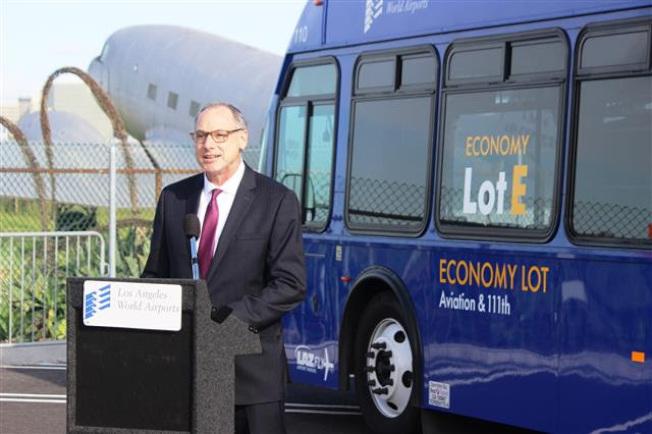 洛杉磯國際機場(LAX)28日正式開放擁有2000個停車位的全新長期停車場Lot E。(機場提供)