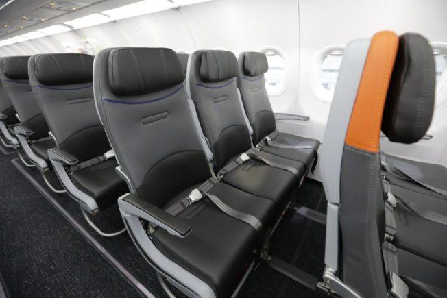 捷藍航空(JetBlue)重新設計的最新機艙,是目前所有美國航空公司中,伸腿空間最大的經濟艙。(取自捷藍官網)